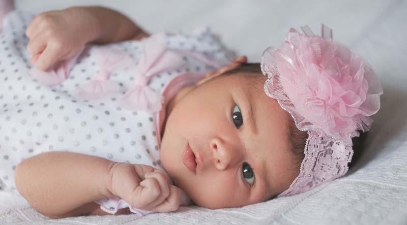nou nascut cu haine frumoase