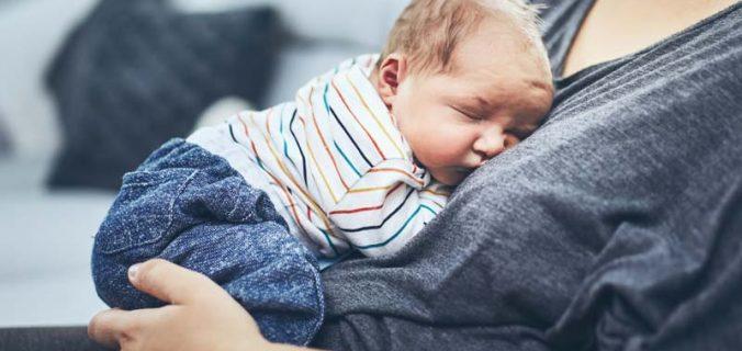 cumparatul hainelor de bebelusi
